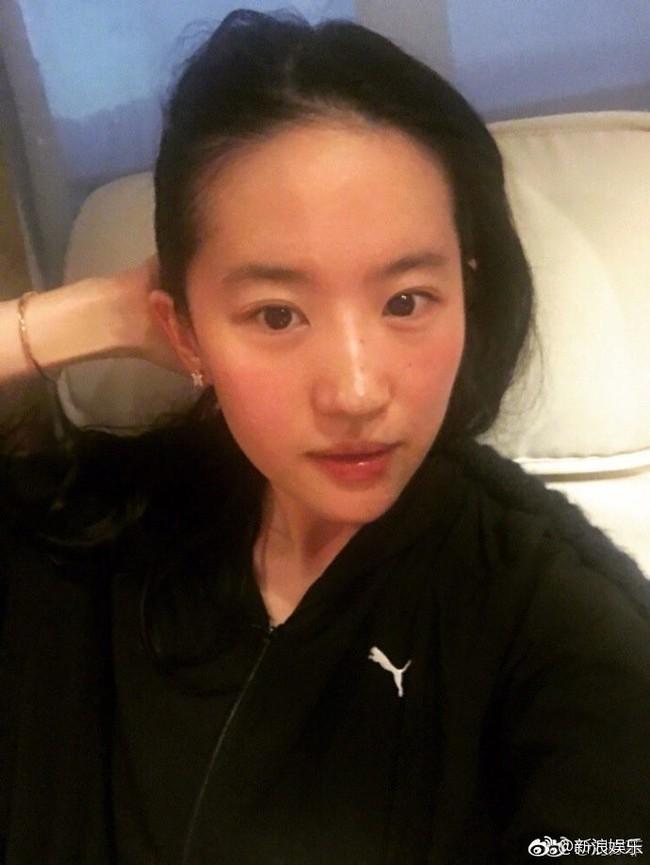 So ảnh mặt mộc của loạt mỹ nhân Hoa - Hàn: Phạm Băng Băng đánh bật Triệu Vy, Angela Baby, Song Hye Kyo… nhờ nước da đặc biệt - Ảnh 3.