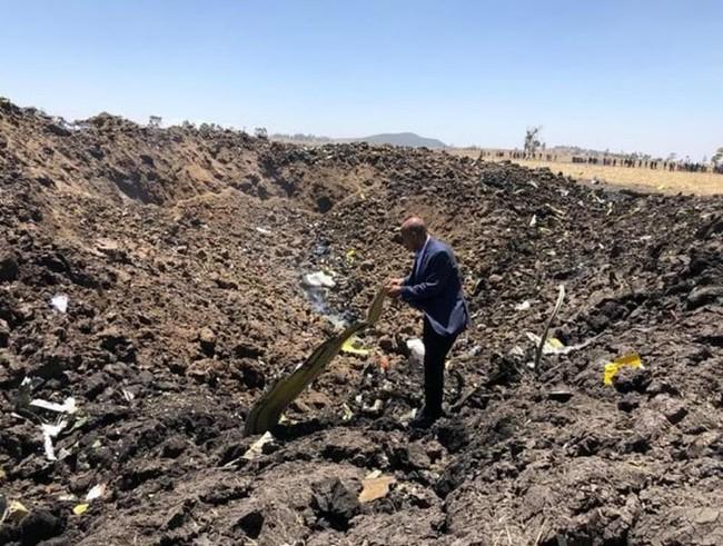 Vụ máy bay Ethiopia rơi: Hiện trường thảm khốc thi thể nạn nhân nằm la liệt, người thân hành khách gục ngã khi nghe tin dữ - Ảnh 5.