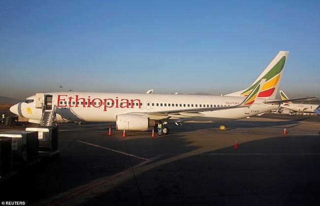 Vụ máy bay Ethiopia rơi: Hiện trường thảm khốc thi thể nạn nhân nằm la liệt, người thân hành khách gục ngã khi nghe tin dữ - Ảnh 14.