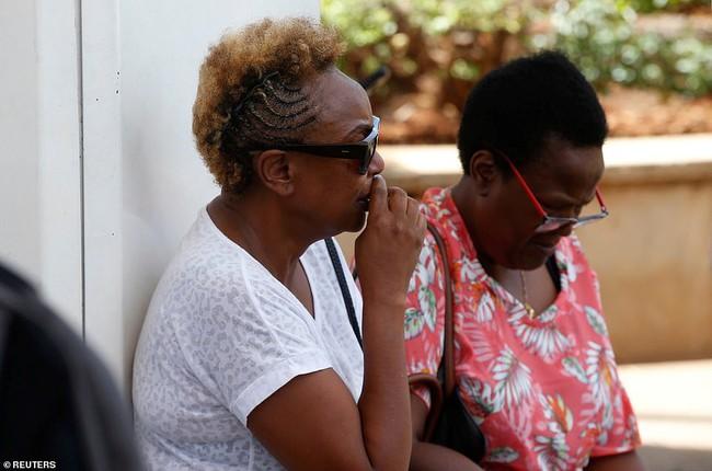 Vụ máy bay Ethiopia rơi: Hiện trường thảm khốc thi thể nạn nhân nằm la liệt, người thân hành khách gục ngã khi nghe tin dữ - Ảnh 8.