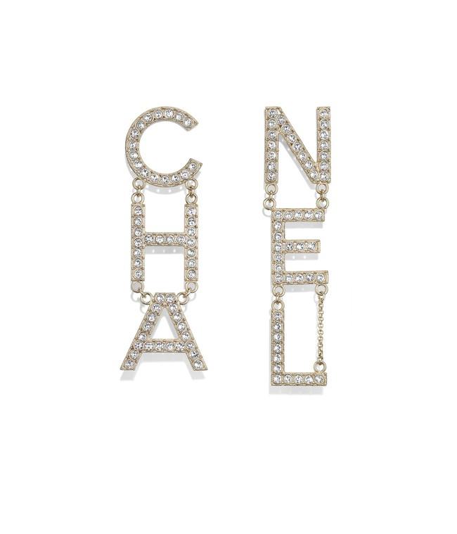 Diện nguyên set Chanel đắt đỏ, Lan Khuê còn biết phá cách bởi một chi tiết khá hay ho - Ảnh 3.
