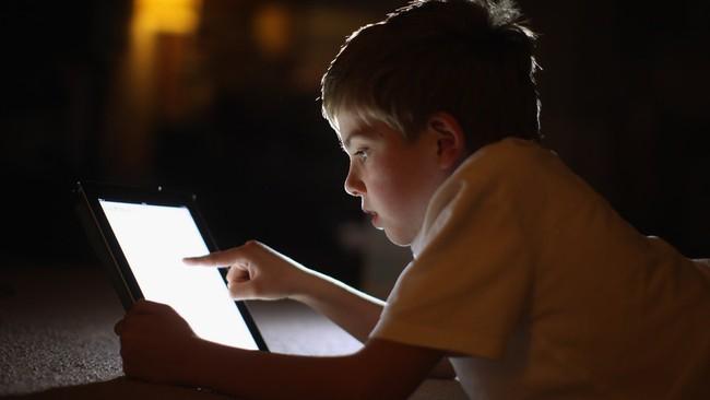 Thêm một nghiên cứu phát hiện tác hại của việc nhìn màn hình điện tử quá nhiều có thể khiến trẻ chậm phát triển - Ảnh 3.