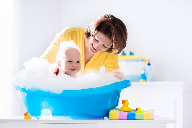 Bỏ con trai 9 tháng tuổi trong bồn tắm chưa xả nước, 2 phút sau mẹ nghe tiếng khóc thất thanh, trở lại thì thấy cảnh tượng kinh hoàng - Ảnh 4.