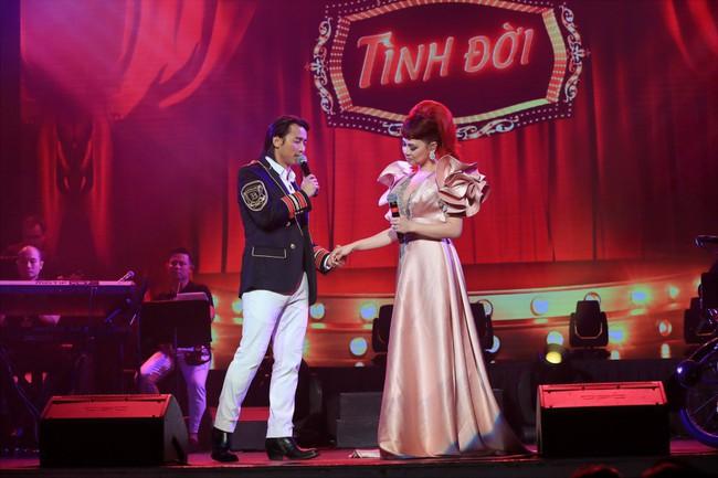 Dù có sự xuất hiện của chồng và con gái, Thanh Thảo vẫn tình tứ với dàn sao nam nổi tiếng trong liveshow - Ảnh 6.