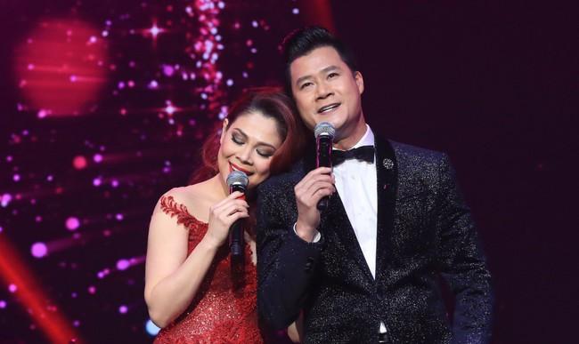 Dù có sự xuất hiện của chồng và con gái, Thanh Thảo vẫn tình tứ với dàn sao nam nổi tiếng trong liveshow - Ảnh 16.