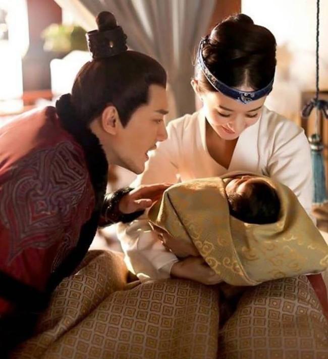 Không phải chỉ đến khi sinh con, Triệu Lệ Dĩnh mới được chồng yêu chiều, khi đóng phim, cô nàng còn được hơn thế nữa!  - Ảnh 17.