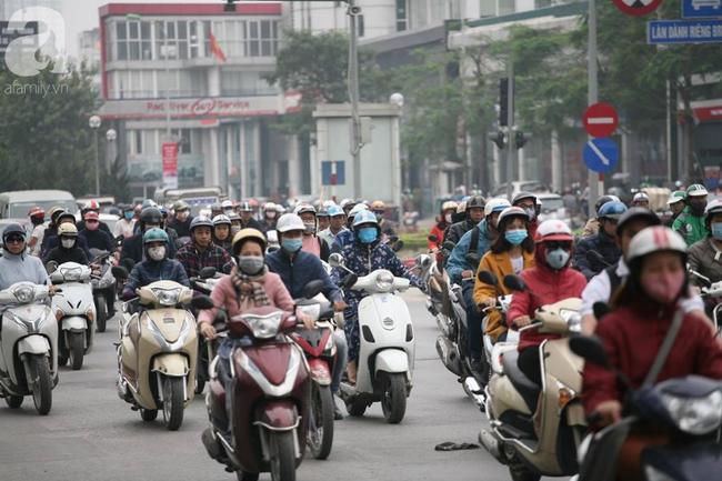 Hà Nội: Người dân trên đường Nguyễn Trãi phản ứng gay gắt sau thông tin sẽ cấm xe máy  - Ảnh 9.