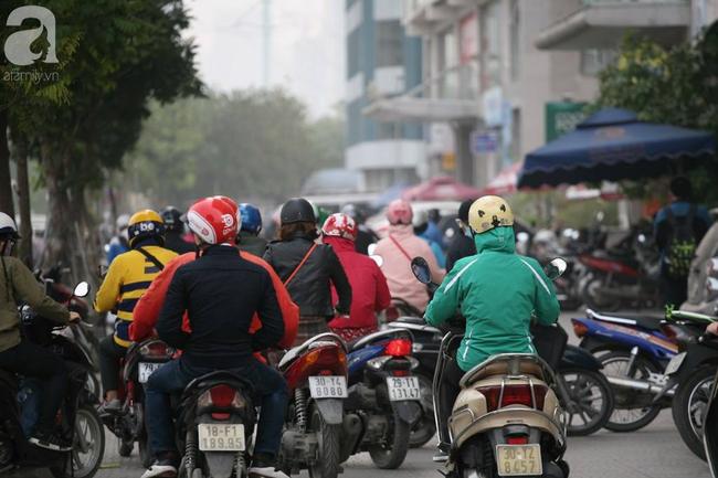 Hà Nội: Người dân trên đường Nguyễn Trãi phản ứng gay gắt sau thông tin sẽ cấm xe máy  - Ảnh 2.