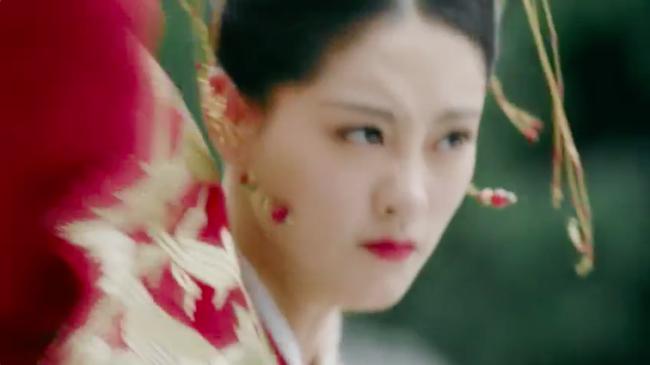 Biết fan mong ngóng, Tân Ỷ thiên tung ngay cảnh Triệu Mẫn phá đám cưới, cướp Trương Vô Kỵ khỏi tay Chu Chỉ Nhược - Ảnh 7.