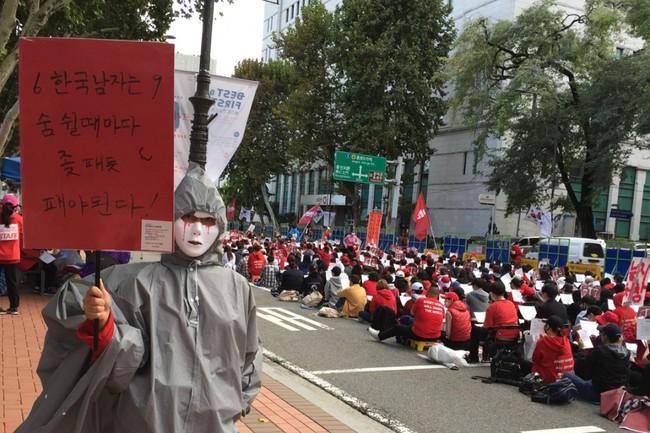 Đại dịch quay lén phụ nữ rúng động xã hội Hàn Quốc: Ra đường nơm nớp lo sợ, về nhà cũng không được bình yên - Ảnh 1.
