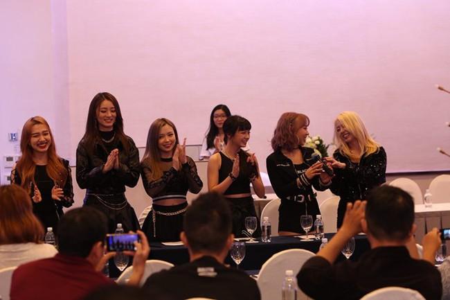 Giữa lùm xùm môi giới mại dâm của Seungri, nhóm nhạc Kpop có thành viên Việt Nam vẫn ra mắt  - Ảnh 6.