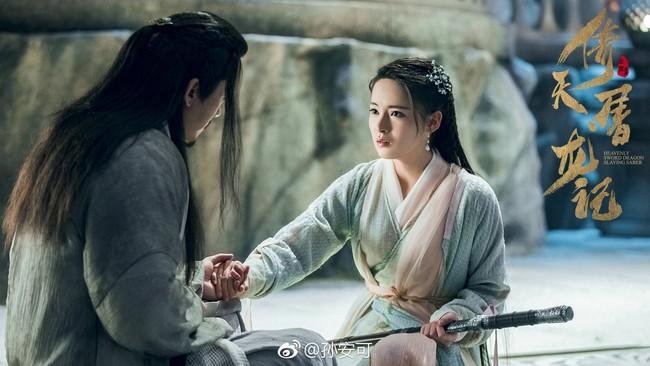 Chuyện oái oăm ở Tân Ỷ thiên: Cha con Dương Tiêu - Dương Bất Hối đẹp đến mức fan tưởng nhầm cặp tình nhân  - Ảnh 4.