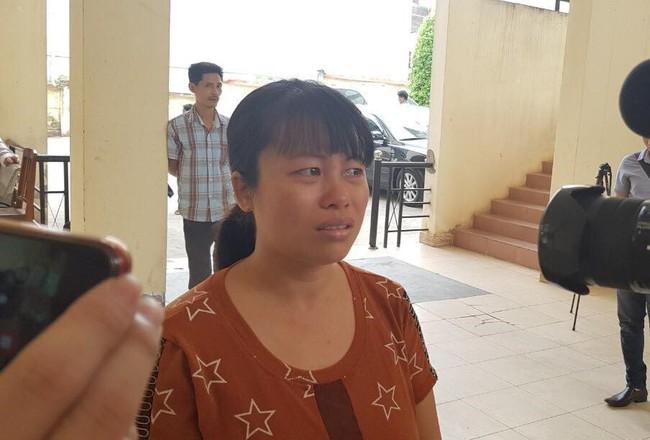 Vụ 2 bé gái chết vì tai nạn, bố mẹ ôm di ảnh cầu cứu khắp nơi: Hoãn phiên tòa, người mẹ khóc ngất - Ảnh 1.