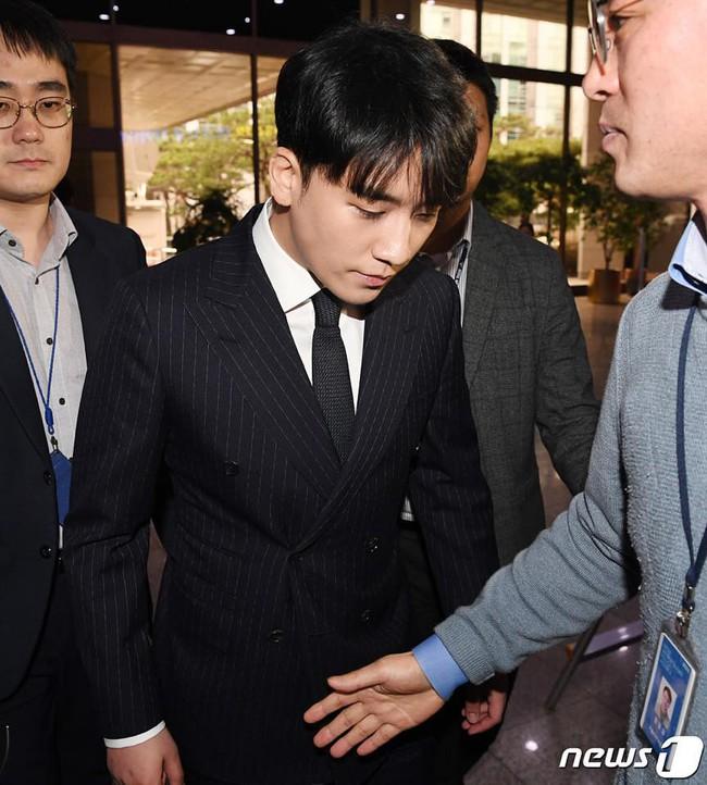Seungri trình diện tại sở cảnh sát, dư luận mỉa mai: Sao trông vẫn béo tốt thế nhỉ? - Ảnh 8.