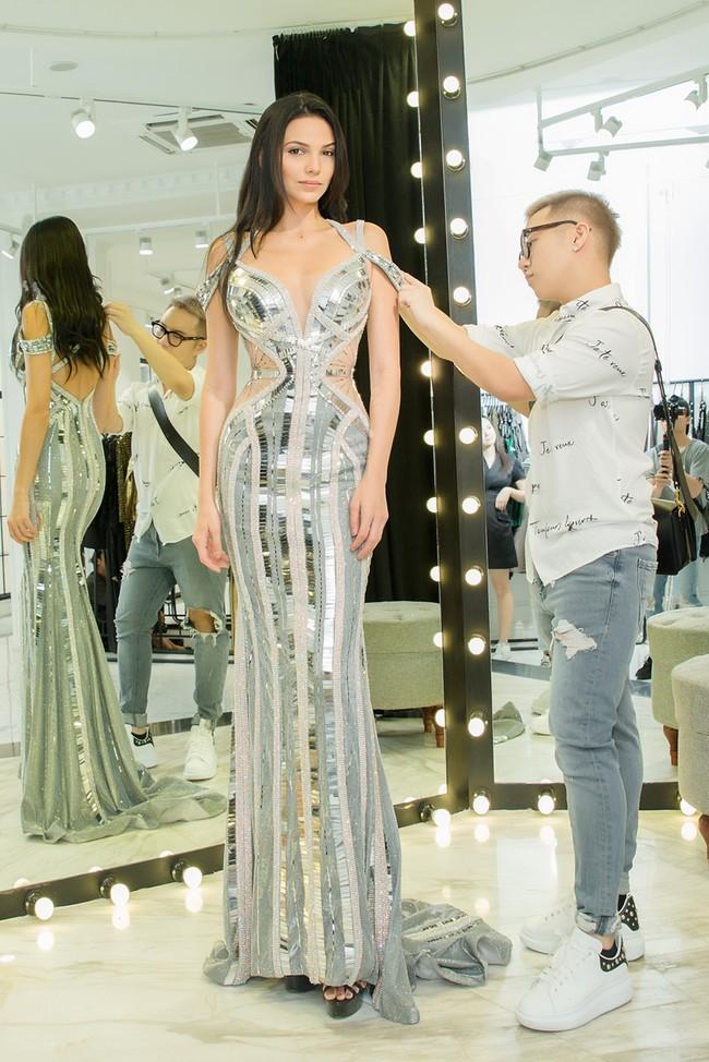 Diện váy xuyên thấu, Hoa hậu Siêu quốc gia 2018 khoe đường cong gợi cảm khi ở Việt Nam  - Ảnh 8.