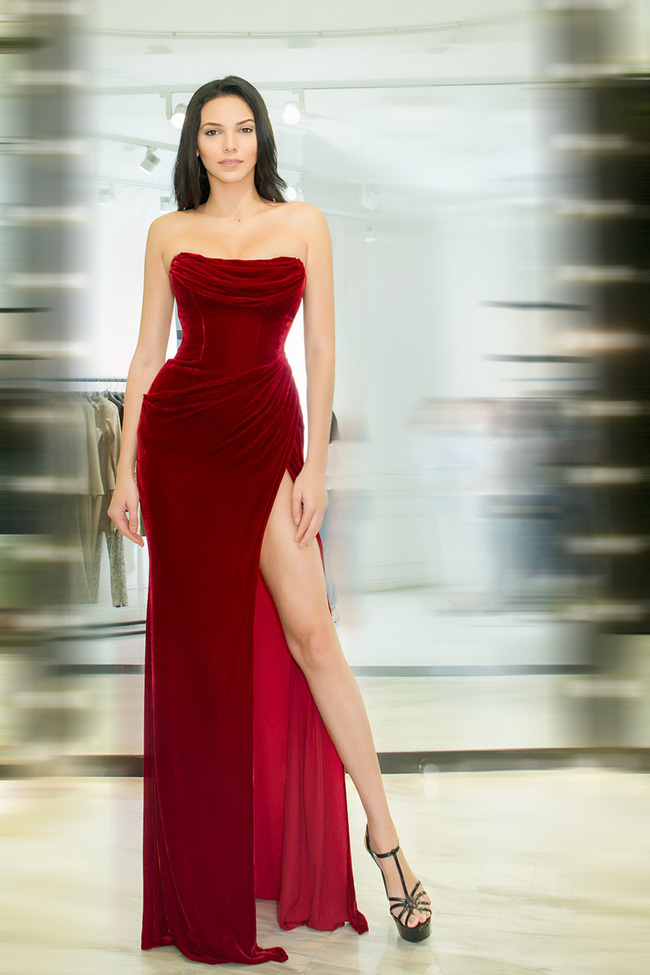 Diện váy xuyên thấu, Hoa hậu Siêu quốc gia 2018 khoe đường cong gợi cảm khi ở Việt Nam  - Ảnh 6.