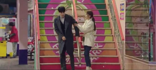 Cười ngất với 1.001 biểu cảm đáng xấu hổ của Lee Dong Wook khi chơi trò cảm giác mạnh - Ảnh 4.
