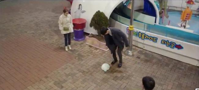 Cười ngất với 1.001 biểu cảm đáng xấu hổ của Lee Dong Wook khi chơi trò cảm giác mạnh - Ảnh 13.