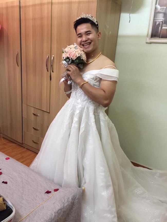 Vợ nhây troll chồng trong bộ váy cô dâu hài hước khiến dân mạng không nhịn được cười - Ảnh 1.