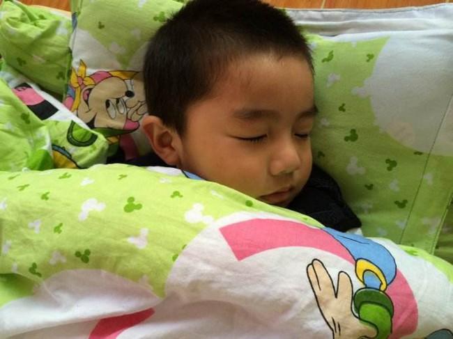 Có 2 khung giờ ngủ quan trọng của trẻ mà bố mẹ không được làm gián đoạn, nếu không sẽ ảnh hưởng đến chiều cao của chúng - Ảnh 2.