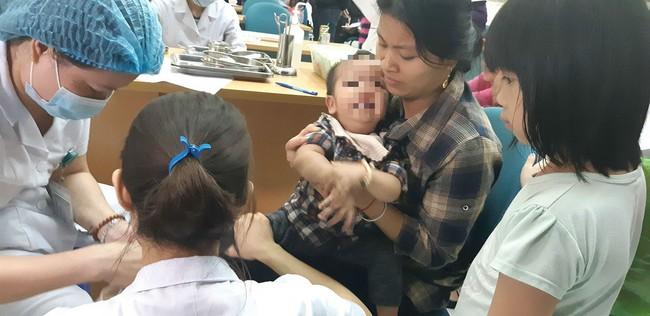 Bắc Ninh: Gần 400 học sinh mầm non nghi bị nhiễm khuẩn ấu trùng sán lợn phải xuống Hà Nội khám  - Ảnh 10.