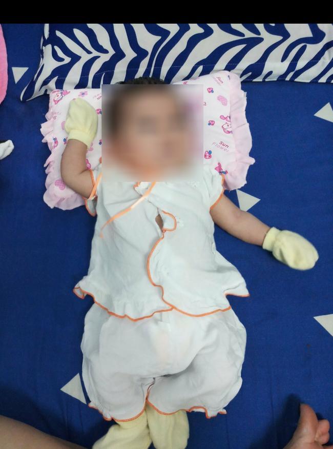 Bé gái sơ sinh bị mẹ bỏ rơi được nữ chủ tịch phường nuôi dưỡng, sau 2 tháng thì có người tự nhận là bố xin đón về - Ảnh 2.