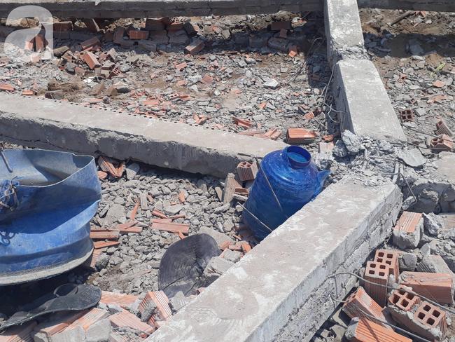 Hiện trường vụ sập bức tường rộng 400m2, 6 người chết, nhiều người bị vùi lấp trong gạch đá - Ảnh 7.
