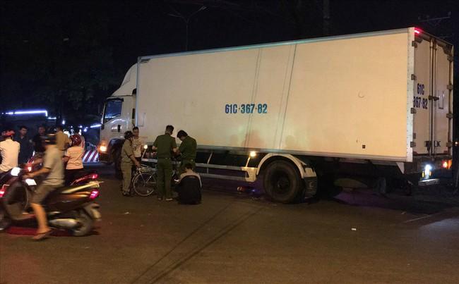 Tai nạn xe đạp và xe tải khiến cháu gái 14 tuổi tử vong thương tâm - Ảnh 1.