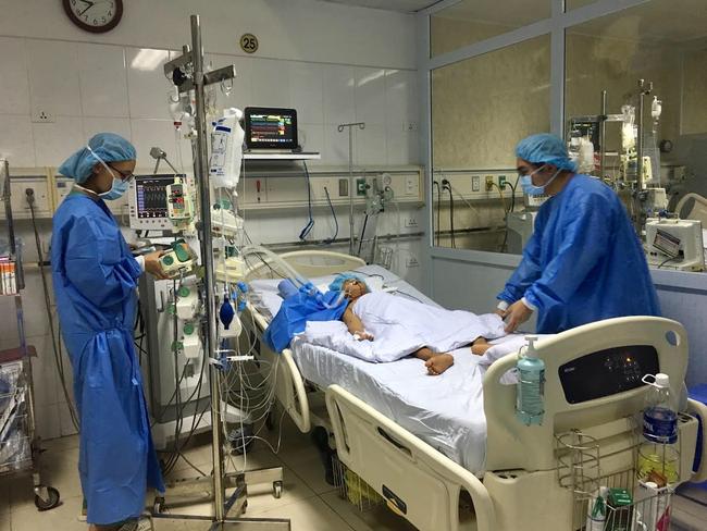 """Lần đầu tiên tại Việt Nam: """"Chia sẻ gan"""" từ người cho chết não để ghép cho hai bệnh nhân - Ảnh 1."""