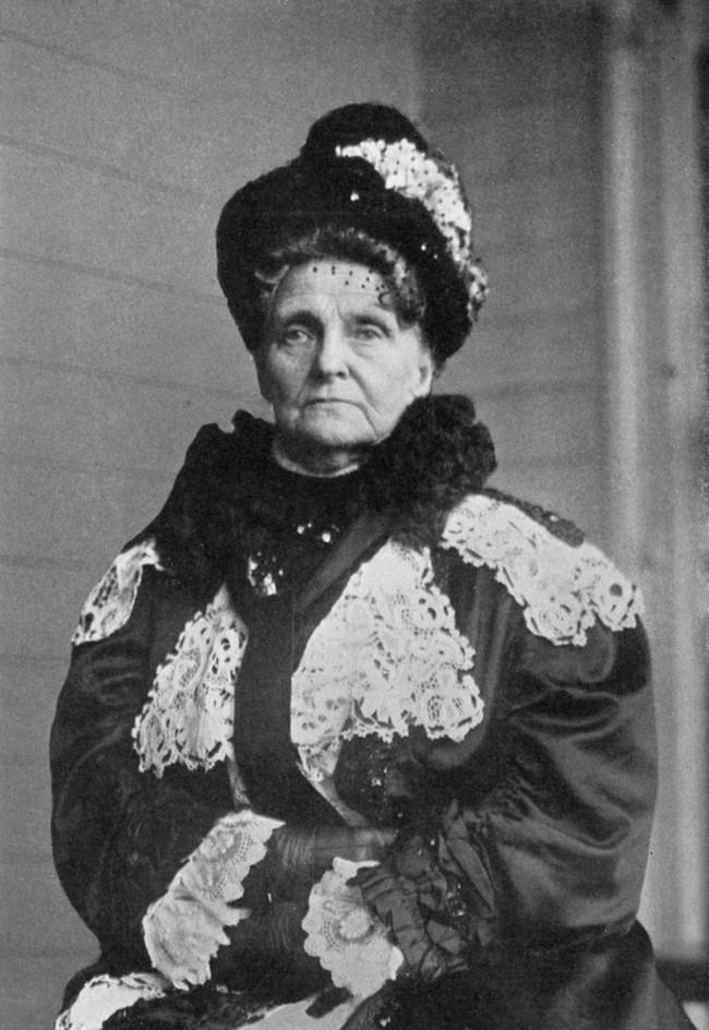 Chuyện về người đàn bà giàu nhất nước Mỹ và cuộc sống bần cùng không tưởng: Bỏ chồng vì sợ gánh nợ, hại con trai cưa cả chân - Ảnh 1.