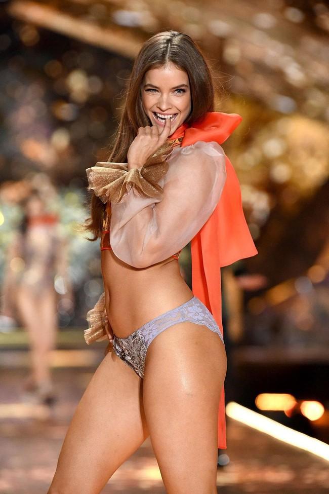 Victorias Secret vừa kết nạp một thiên thần đùi to khác biệt hẳn với dàn thiên thần gầy nhẳng quen thuộc - Ảnh 2.