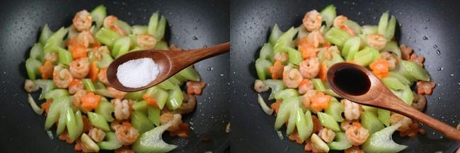 Bữa tối mà lười thì chỉ cần mỗi đĩa rau củ xào tôm ăn với cơm là ngon và đủ chất - Ảnh 4.