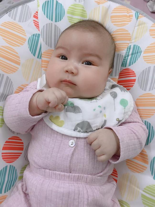 Đằng sau hình ảnh em bé bú sữa mẹ hoàn toàn trong 2 tháng mà tăng gấp đôi số cân là hành trình gian nan vì... sữa quá nhiều của mẹ 9X - Ảnh 10.