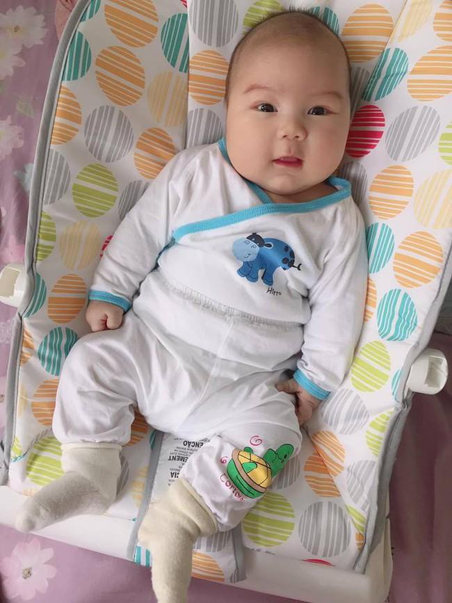 Đằng sau hình ảnh em bé bú sữa mẹ hoàn toàn trong 2 tháng mà tăng gấp đôi số cân là hành trình gian nan vì... sữa quá nhiều của mẹ 9X - Ảnh 3.