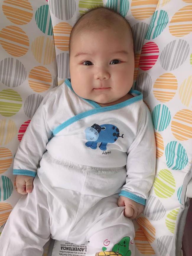 Đằng sau hình ảnh em bé bú sữa mẹ hoàn toàn trong 2 tháng mà tăng gấp đôi số cân là hành trình gian nan vì... sữa quá nhiều của mẹ 9X - Ảnh 4.
