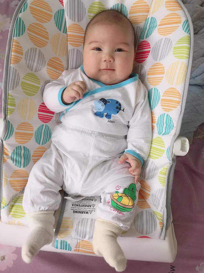 Đằng sau hình ảnh em bé bú sữa mẹ hoàn toàn trong 2 tháng mà tăng gấp đôi số cân là hành trình gian nan vì... sữa quá nhiều của mẹ 9X - Ảnh 5.