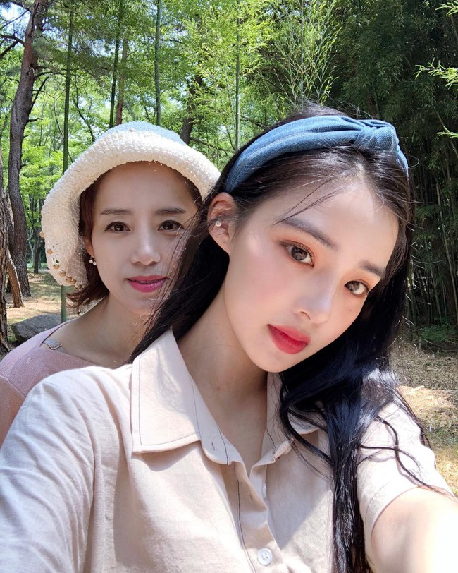 2 mẹ con hotgirl Hàn Quốc gây sốt MXH sau 3 năm: Từng trông như chị em nhưng nhan sắc hiện tại lại quá khác biệt - Ảnh 10.