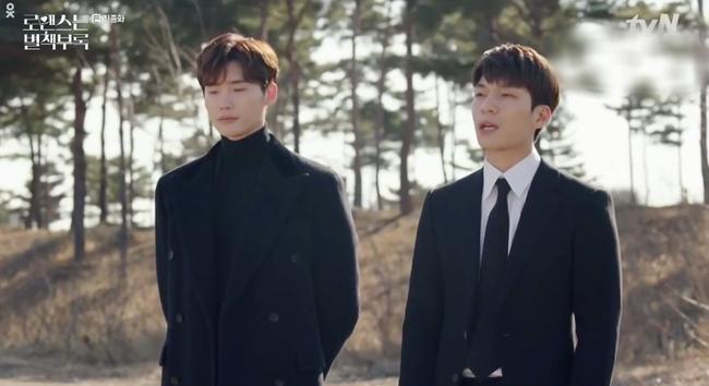 Tập cuối Phụ lục tình yêu: Lee Jong Suk rơi nước mắt nhìn bố nuôi qua đời trong cô độc - Ảnh 6.