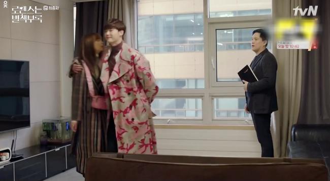 Phụ lục tình yêu: Đến tận tập cuối rồi mà Lee Jong Suk và vợ Won Bin - Lee Na Young vẫn cứ hôn hít, quấn quýt thế này - Ảnh 4.