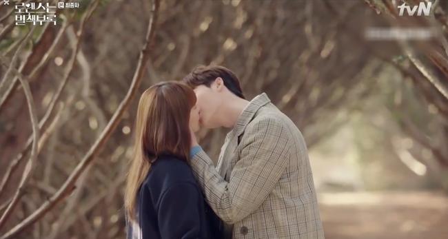 Phụ lục tình yêu: Đến tận tập cuối rồi mà Lee Jong Suk và vợ Won Bin - Lee Na Young vẫn cứ hôn hít, quấn quýt thế này - Ảnh 11.