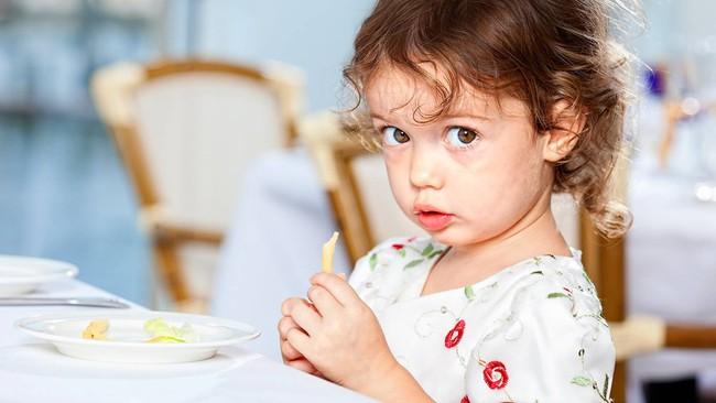 8 loại thực phẩm phổ biến không tốt cho trẻ nhỏ, cha mẹ rất nên lưu ý  - Ảnh 3.