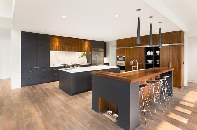 Có nên sử dụng sàn gỗ trong nhà bếp và phòng tắm? - Ảnh 1.