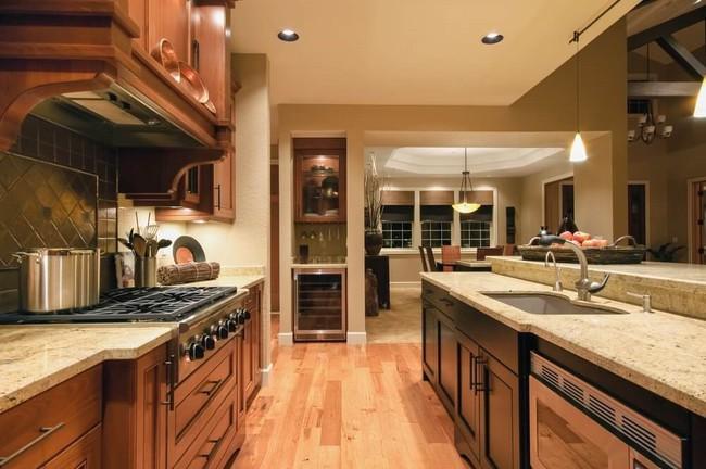 Có nên sử dụng sàn gỗ trong nhà bếp và phòng tắm? - Ảnh 4.