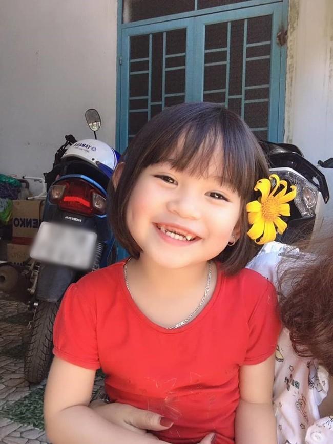 Bị dìm hàng bằng nụ cười răng sún, cô bé này vẫn khiến dân mạng rần rần đòi đẻ vì quá dễ thương - Ảnh 3.
