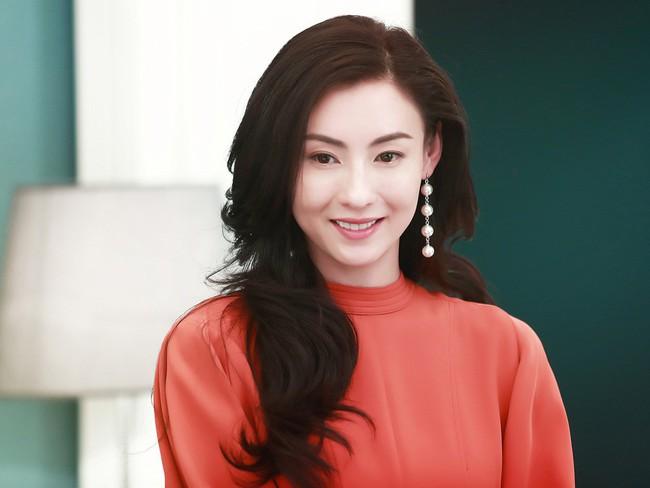Dù có mạnh mẽ thế nào thì Trương Bá Chi vẫn là một người phụ nữ đáng thương: Bị bạn trai bỏ khi đang mang thai, sinh con xong 1 mình chống đỡ dư luận? - Ảnh 1.