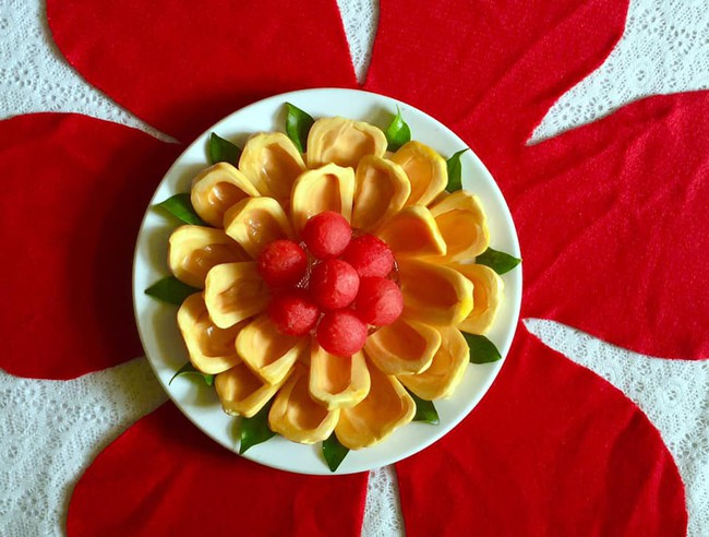 Lác mắt với những cách cắt xếp trái cây đẹp mê hồn của mẹ đảm Sài Gòn - Ảnh 3.