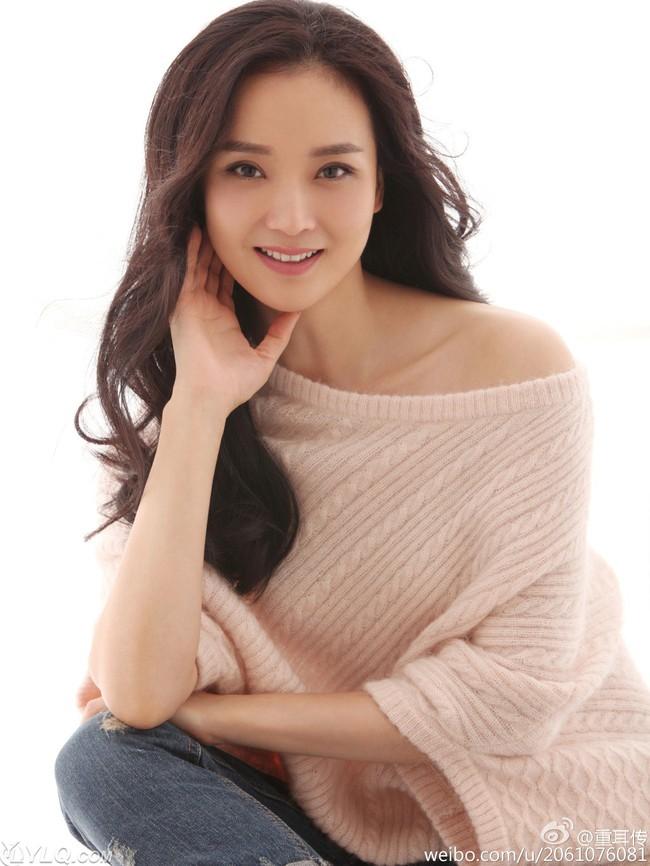 Ở tuổi U50, nàng Tinh Nhi cách cách Vương Diễm trẻ đẹp như gái đôi mươi nhờ bí quyết giữ dáng này - Ảnh 2.
