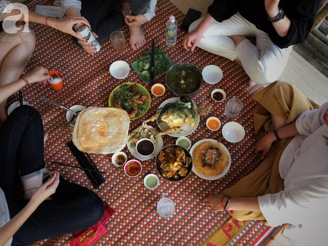 Món gà chỉ trứ danh ở quán ăn bình dân mát rượi gió biển, ai đến Quy Nhơn cũng phải nếm thử một lần - Ảnh 3.