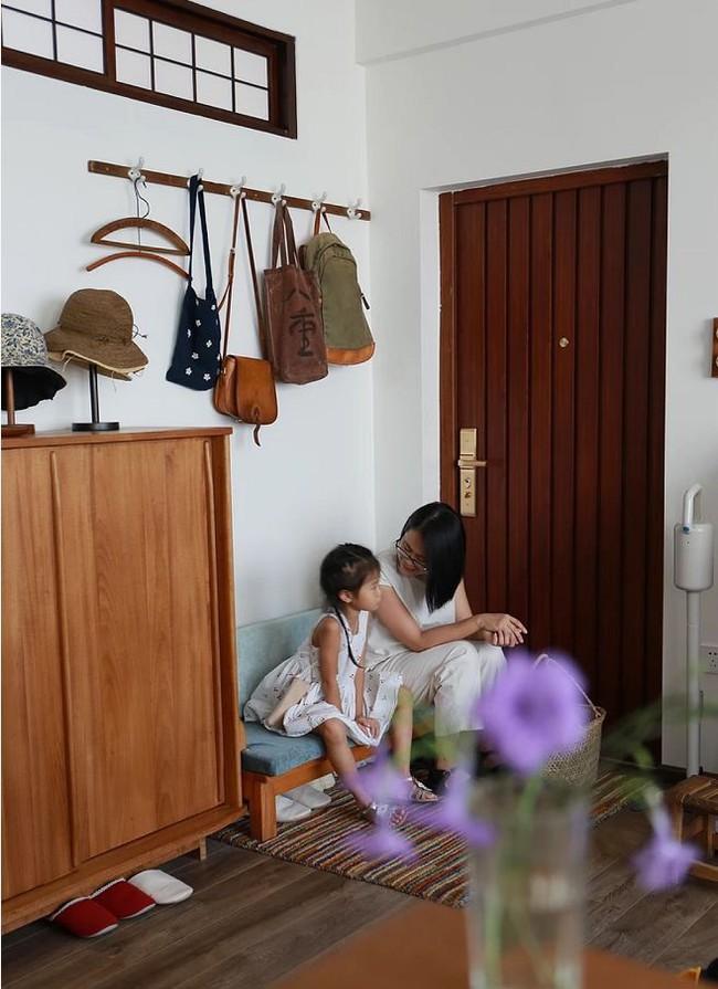 Căn hộ 83m² của gia đình trẻ ở Nhật đẹp cuốn hút nhờ có khu vực lưu trữ thông minh - Ảnh 3.