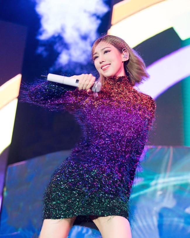 Từng chi 50 triệu để mua váy giống Song Hye Kyo, giờ Min lại đụng váy 46 triệu với Jennie (Black Pink) - Ảnh 1.